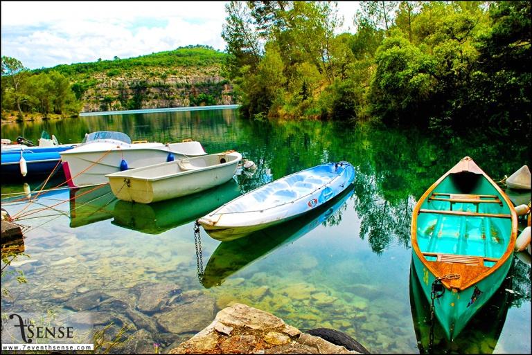 ทะเลสาบสีเขียวมรกต บริเวณใกล้บ้านพัก